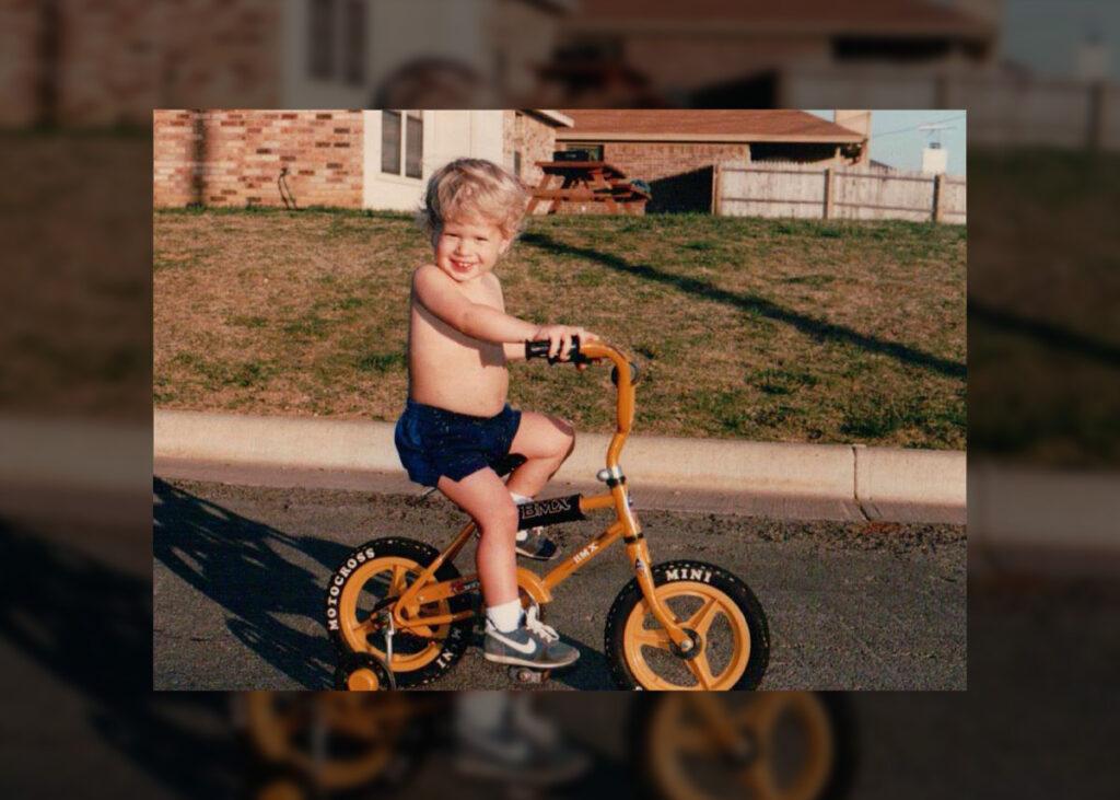 A little cyclist.